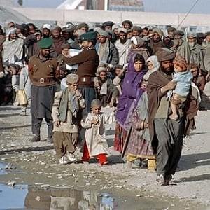 foto di esodo di afgani